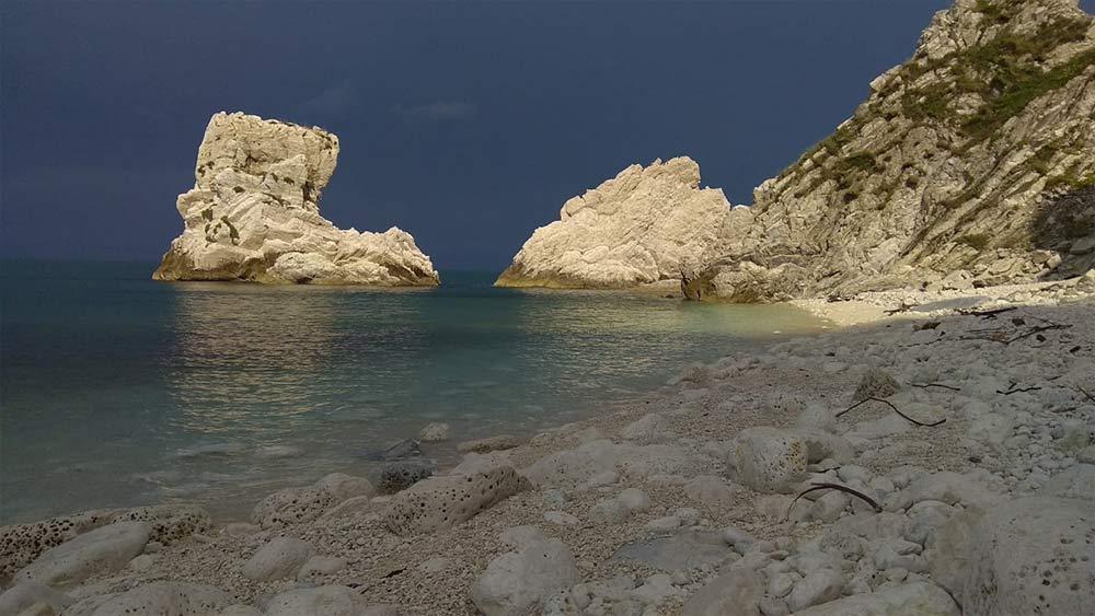 spiaggia delle due sorelle Sirolo Italy
